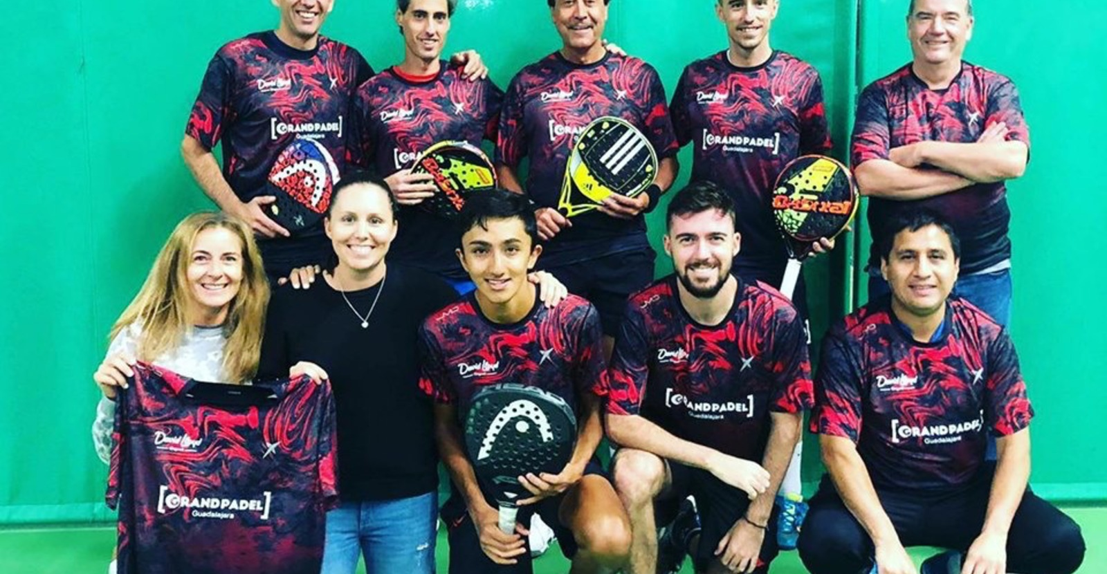 So proud of this team #davidlloydchigwellofficial . High playing standard at the National  Club Championship (National #padel Finals). Thank you  #dropshotuk for supporting my club's team, #headuk for sponsoring me , @grandpadelguada for being part of the Team Ángel Martínez Medina ,Angel Abad Merino and last but not least the rest of the team @nikhil_mohindra11 Danny BristowRocio BC @yolandagutierrez Gustavo Solórzano Gary Zucconi@josecabello @silkmanconor ‍. You were amazing competing against the best padel teams in the #uk and #spain . Thank you @ltapadel for organising the event, @javi_sgo for your effort and congrats to All participating teams ! Great padel weekend!!#victorperezcoach @murraytom3 @padel_lond0n Toby Bawden Borja Varas VivesDavid Lloyd Clubs